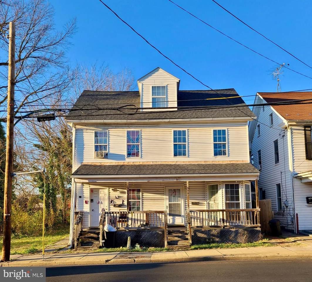 606-608-610 Queen Street - Photo 1