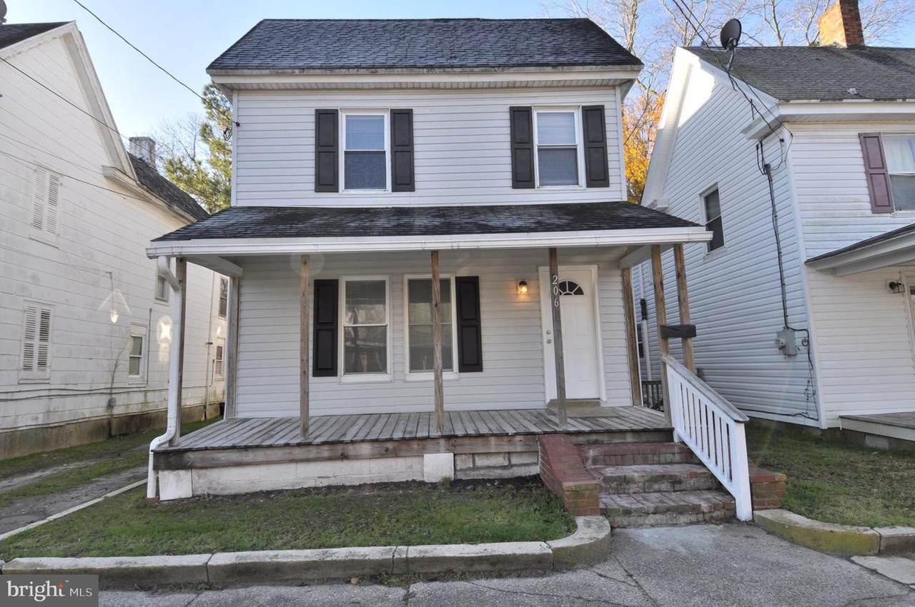 206 Laurel Street - Photo 1