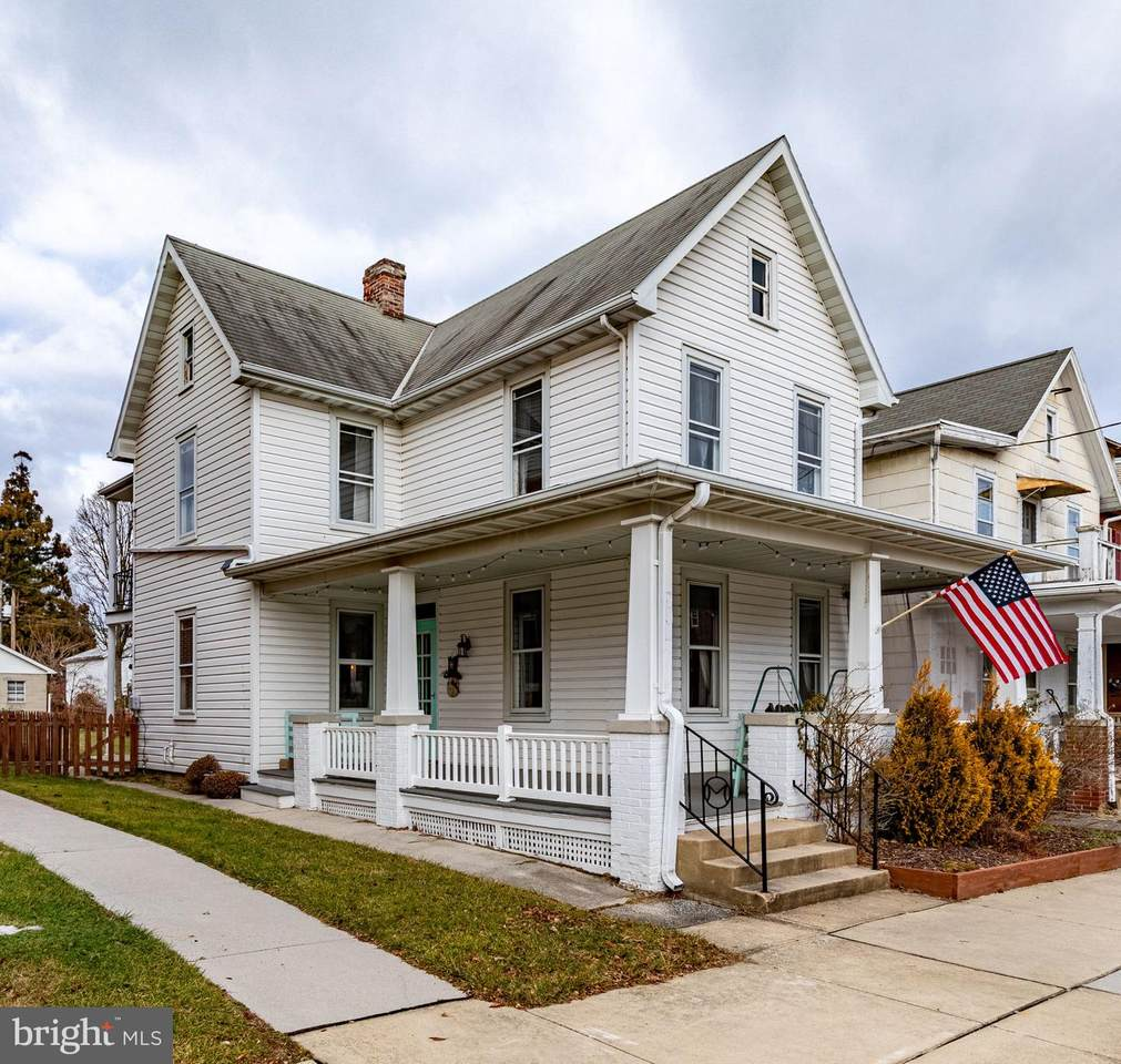 206 Middle Street - Photo 1