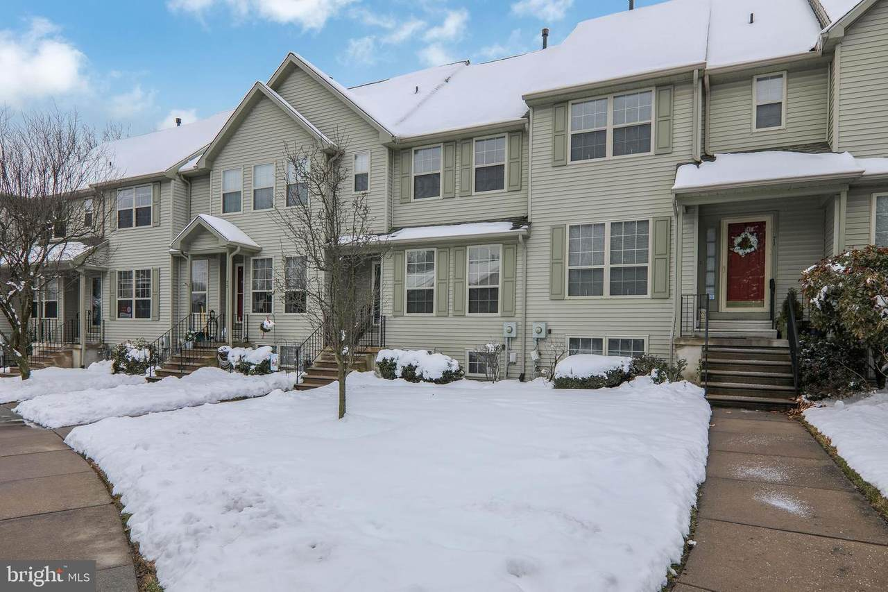 73 Forest Court - Photo 1