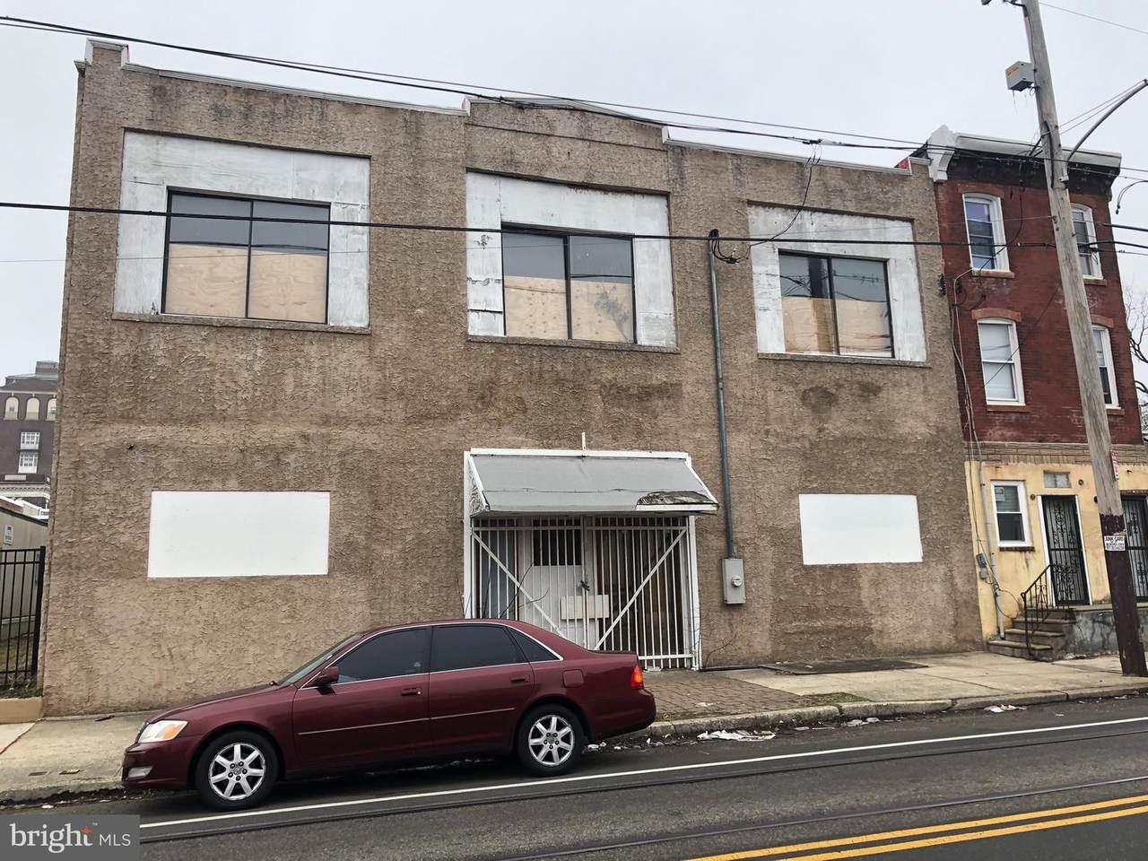860-62 40TH Street - Photo 1