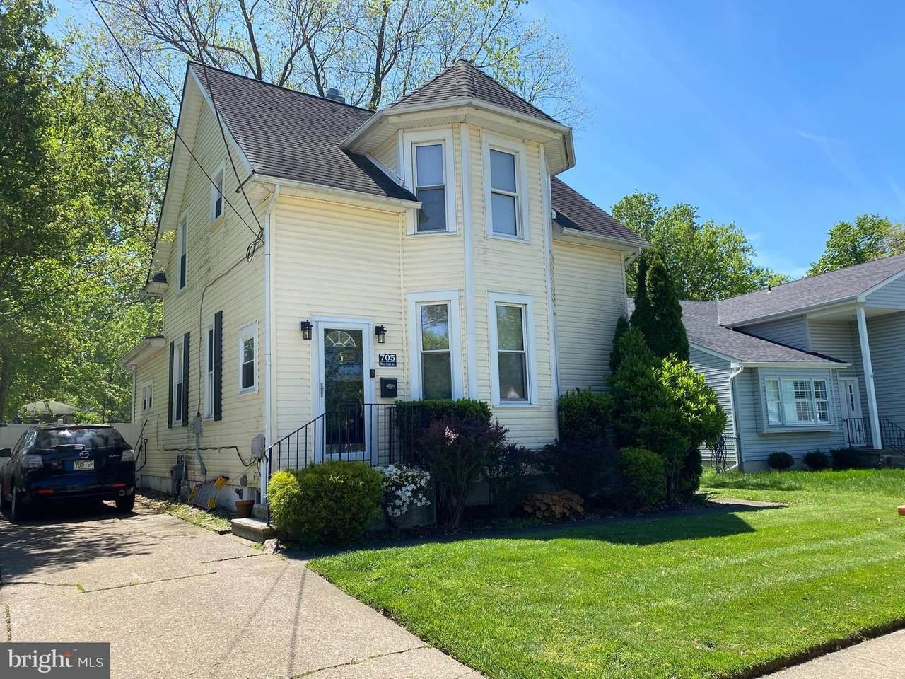 705 Earl Avenue - Photo 1