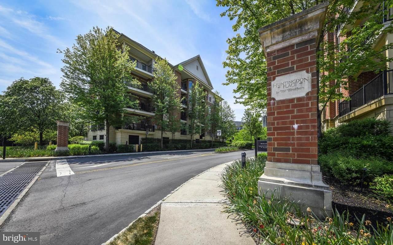 336 Carson Terrace - Photo 1