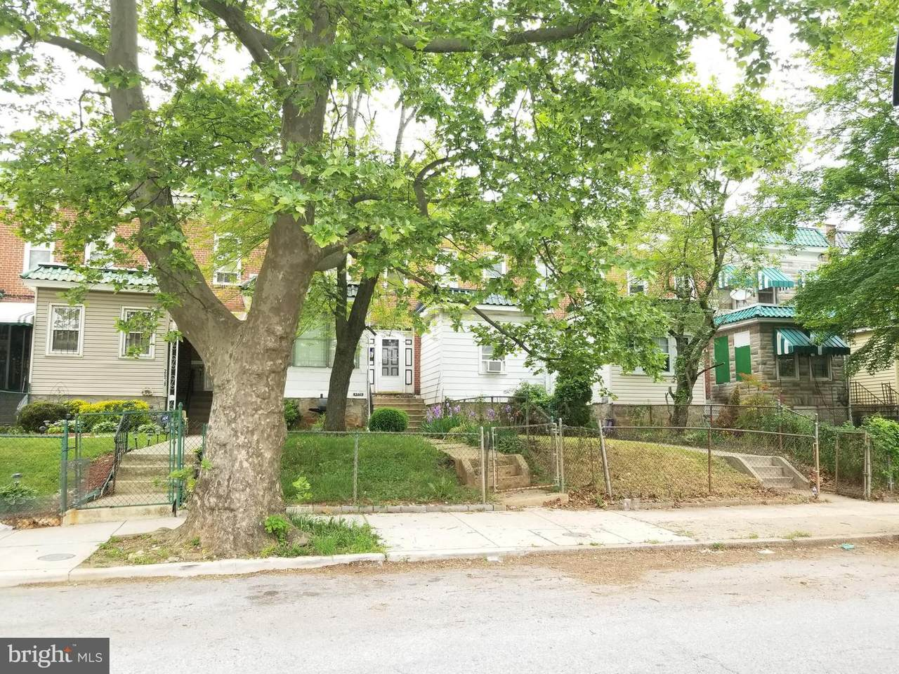 2834 Oakley Avenue - Photo 1