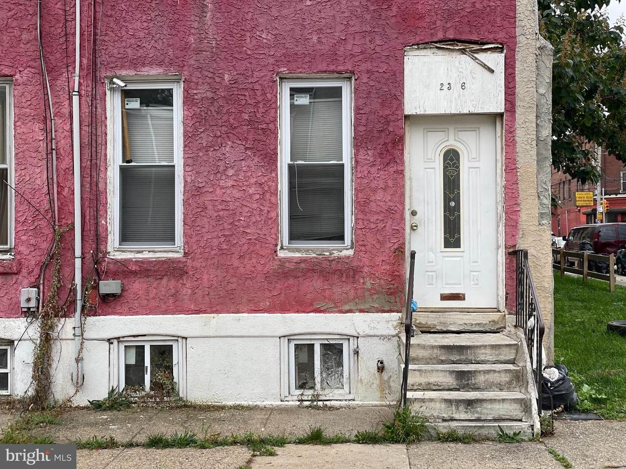 2346 Montgomery Avenue - Photo 1
