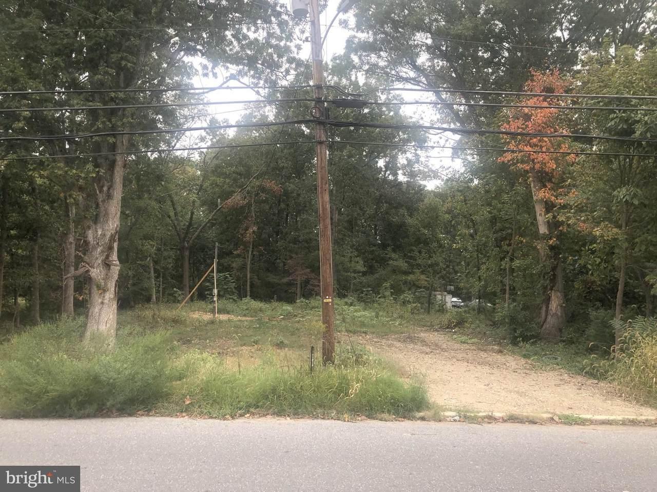 143-145 Earl Avenue - Photo 1