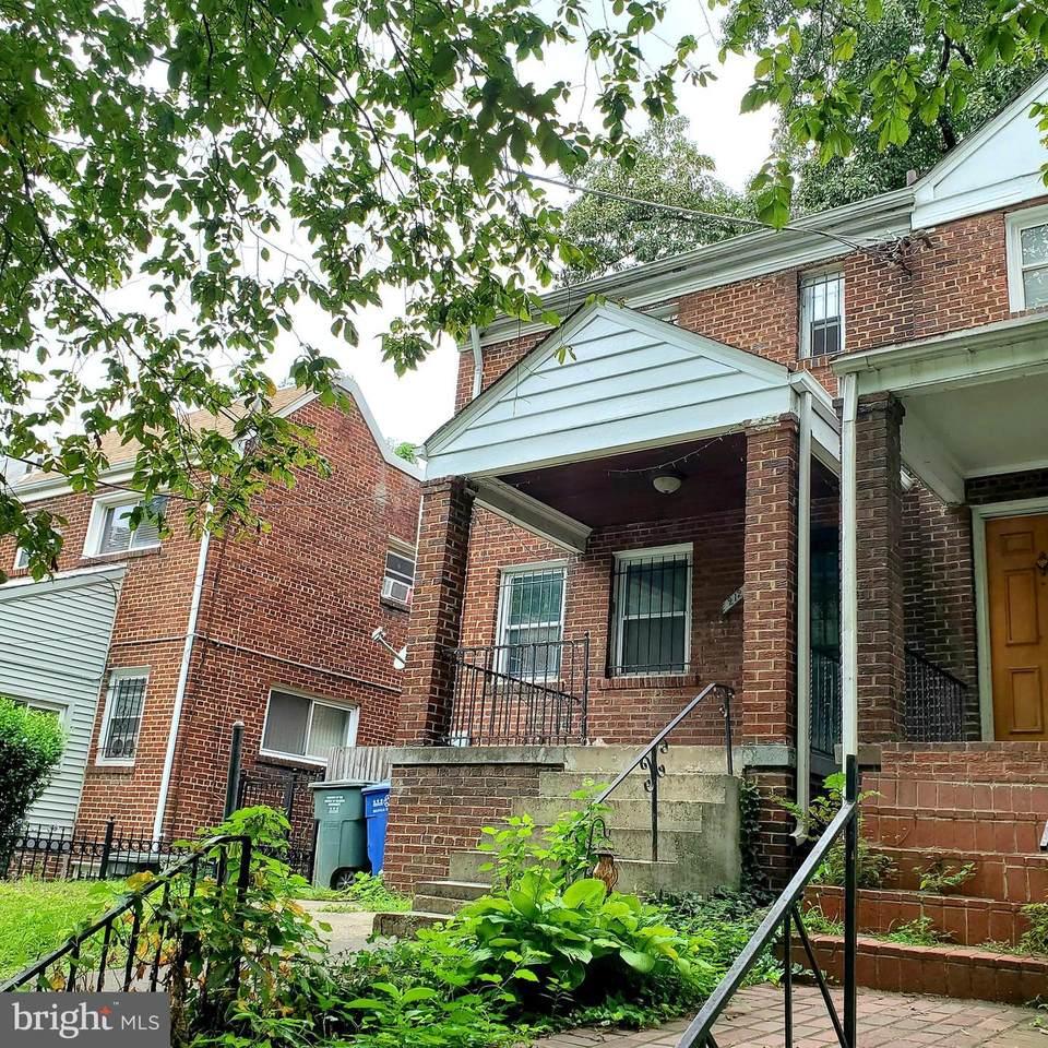 212 Malcolm X Avenue - Photo 1