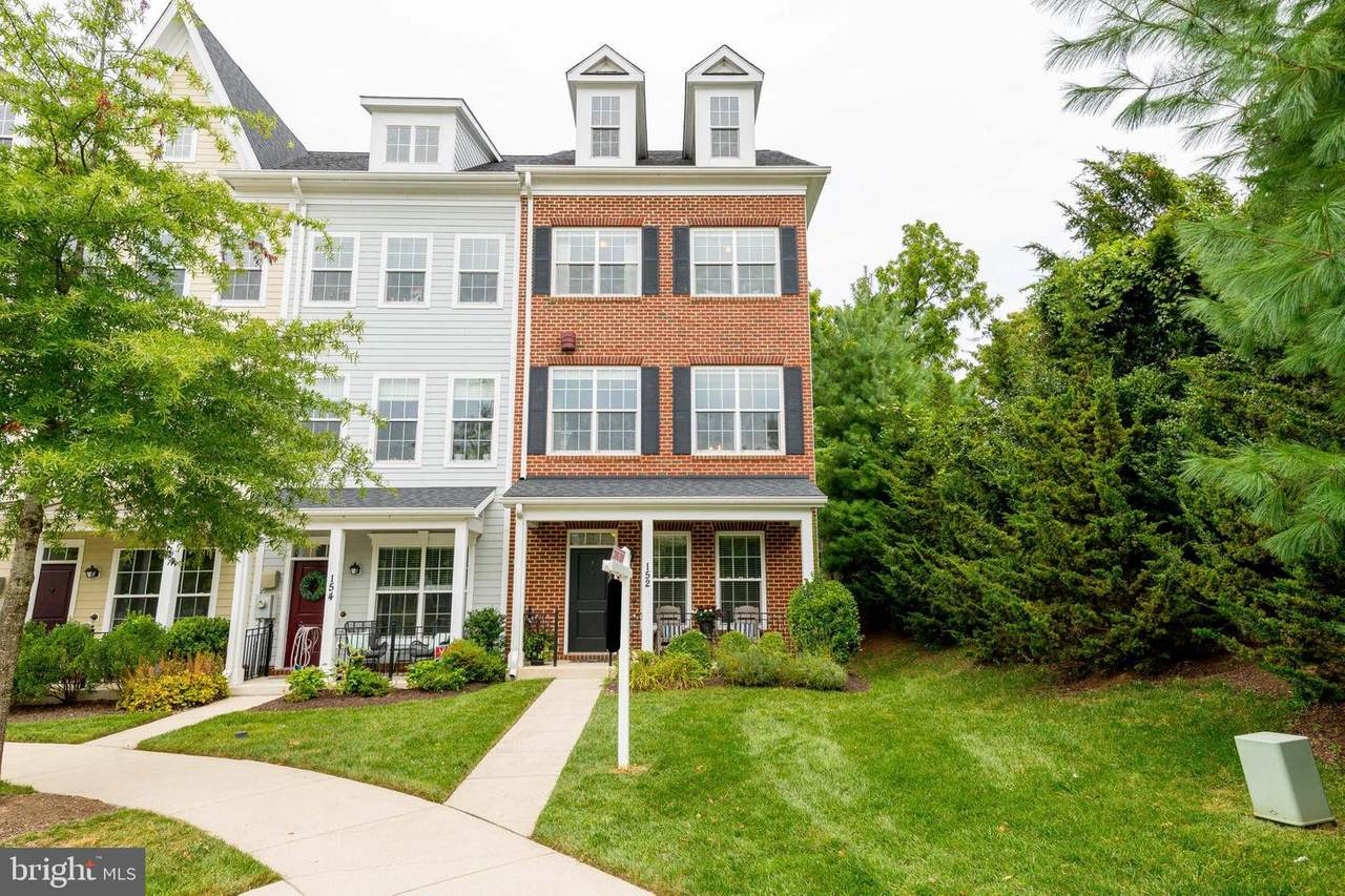 152 Linden Place - Photo 1