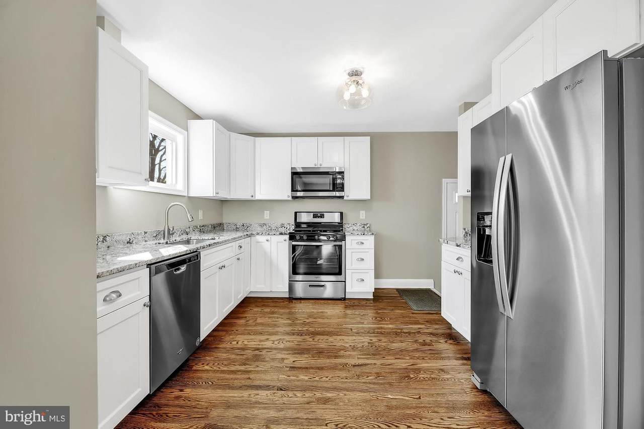 6225 Laurelton Avenue - Photo 1