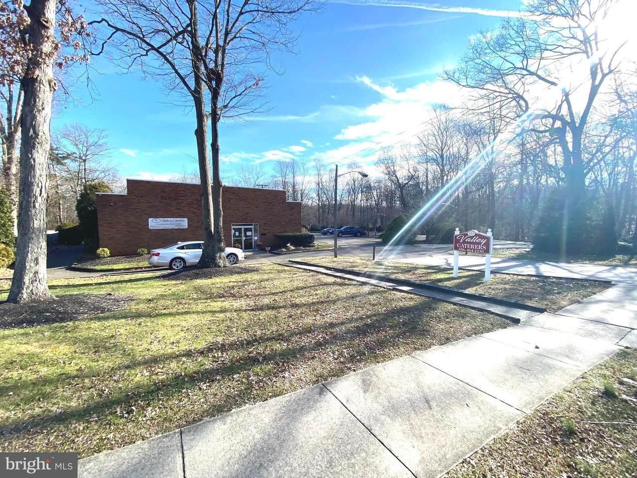 523 Princeton Boulevard - Photo 1