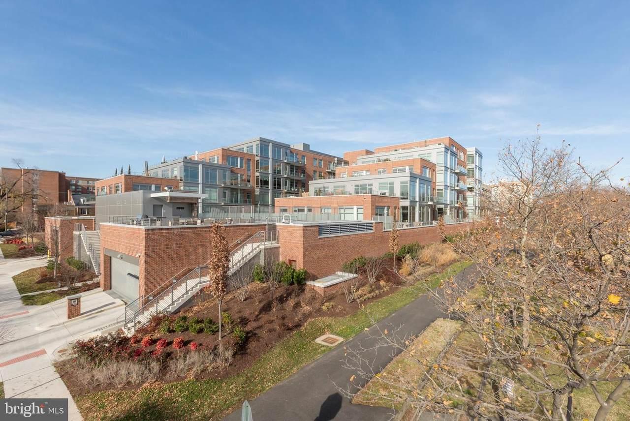 601 Fairfax Street - Photo 1