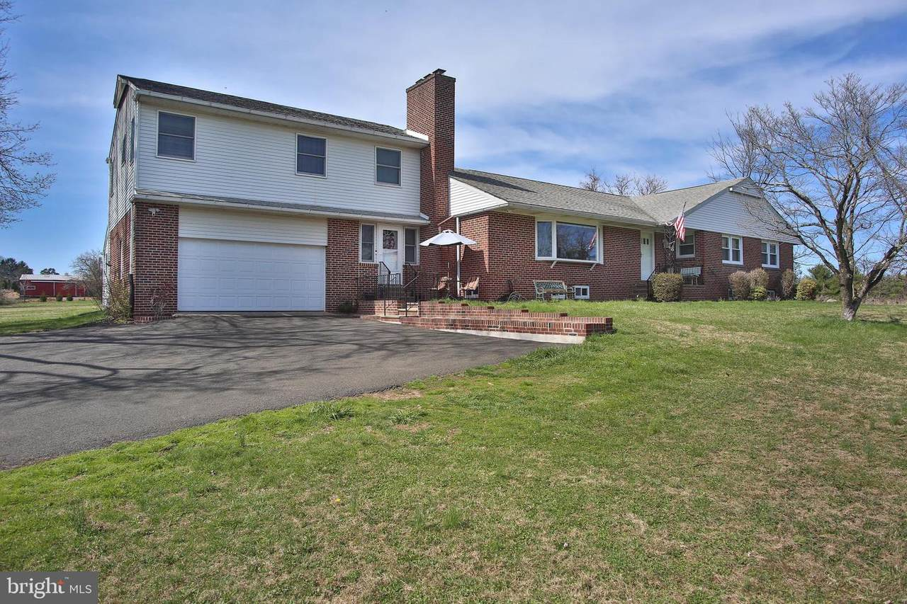 1446 Mearns Road - Photo 1