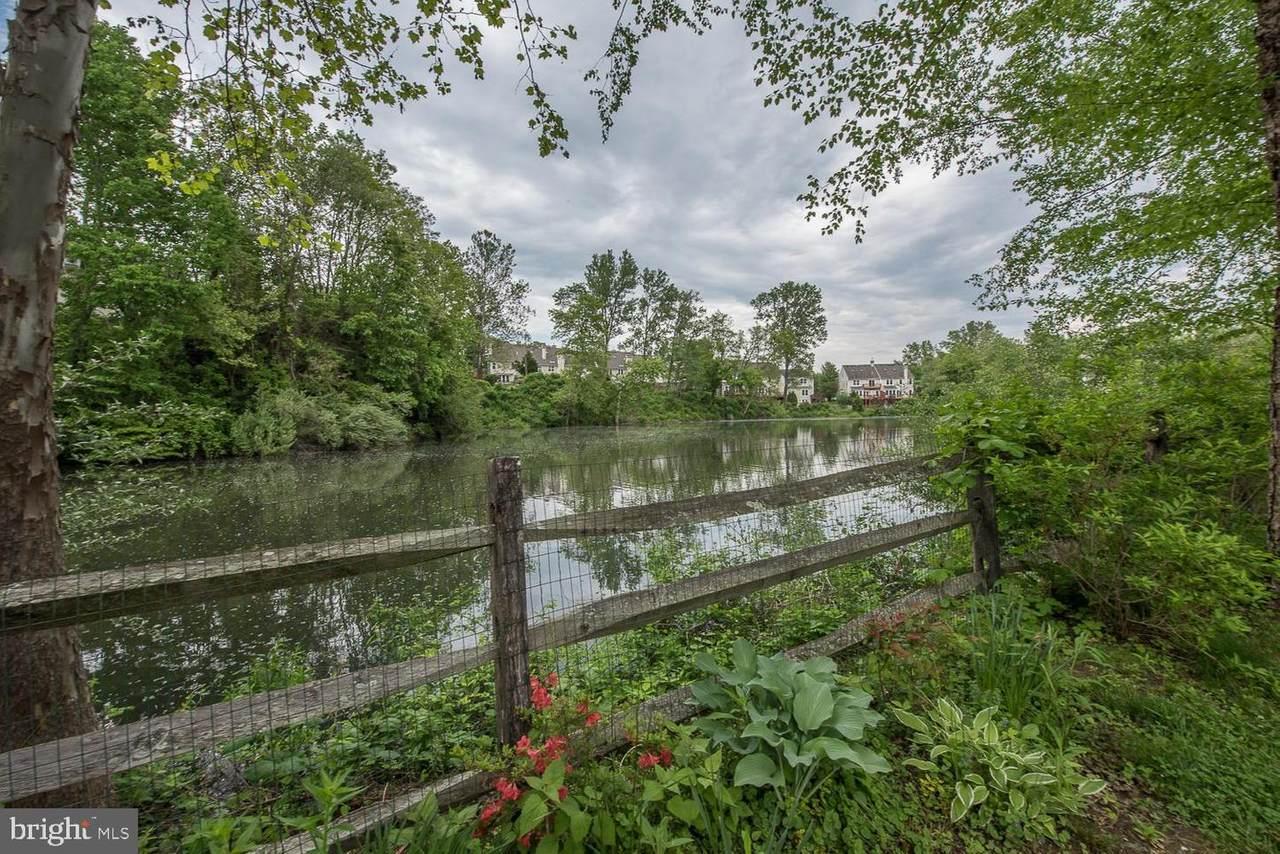 211 Shoreline Drive - Photo 1