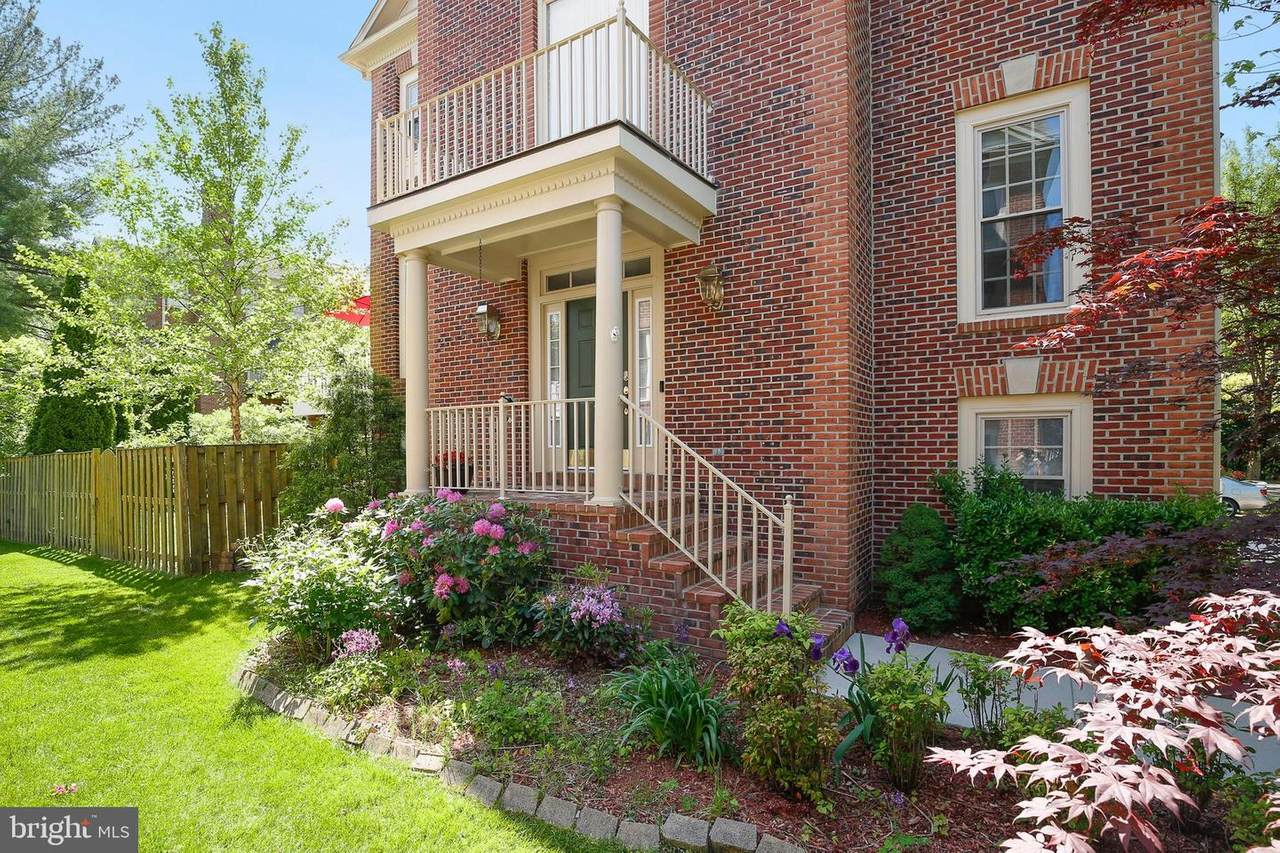 15 Sterling Court - Photo 1