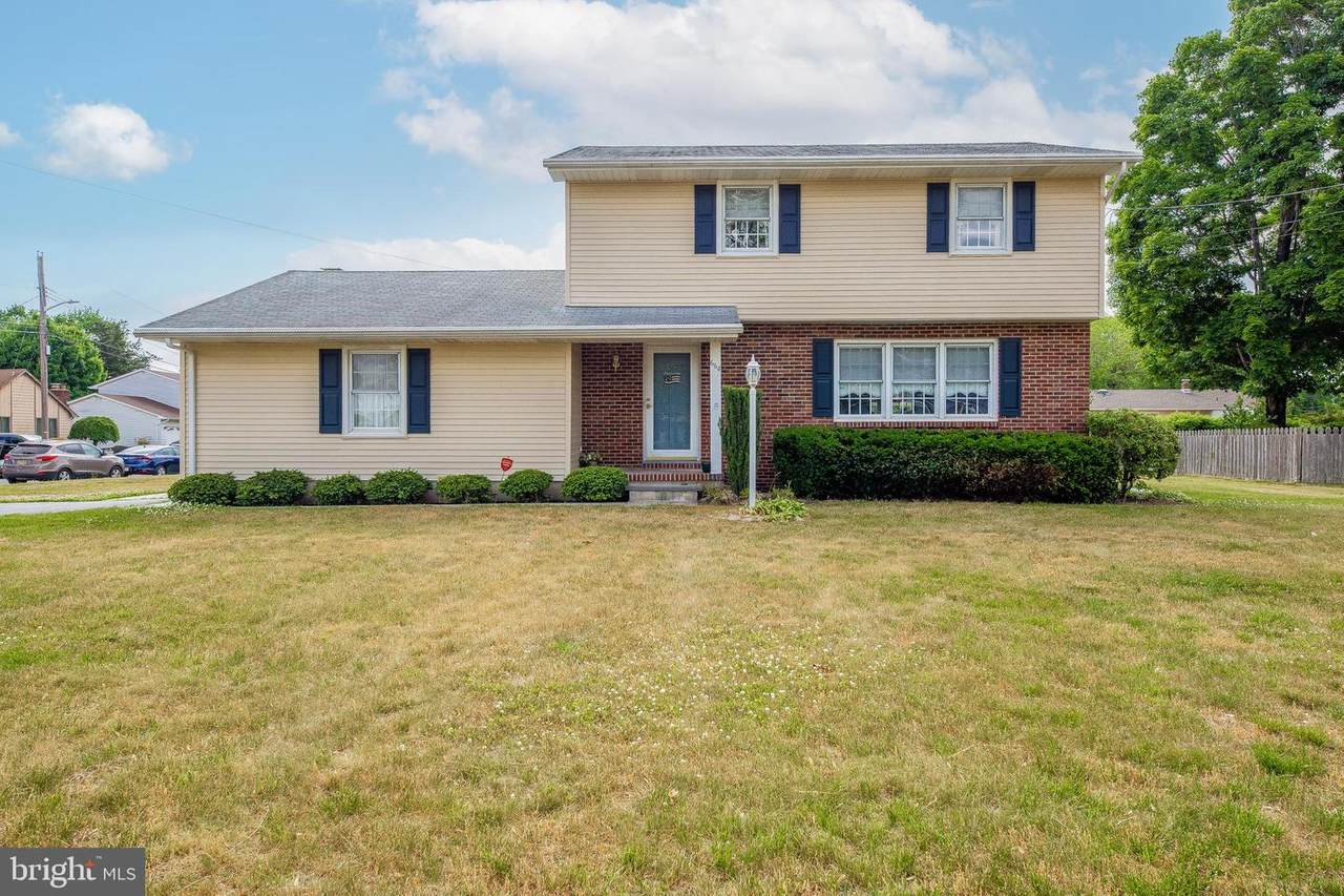664 Brentwood Drive - Photo 1