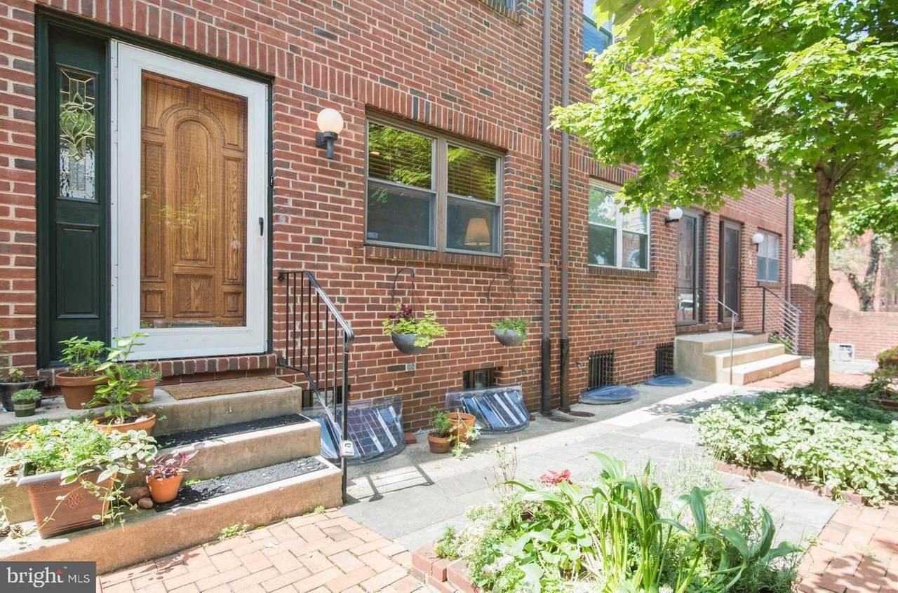 524 Lombard Street - Photo 1