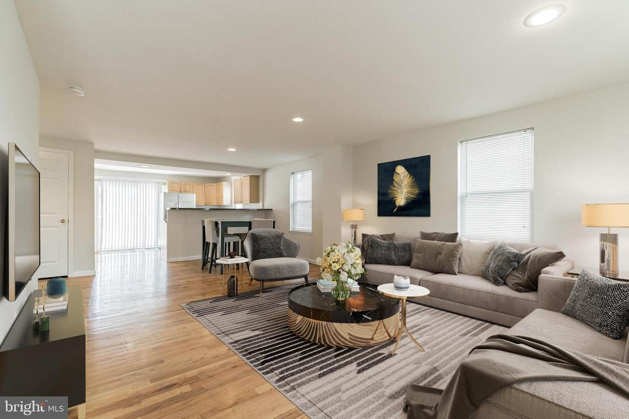 https://bt-photos.global.ssl.fastly.net/brightmls/1280_boomver_2_304463208904-2.jpg