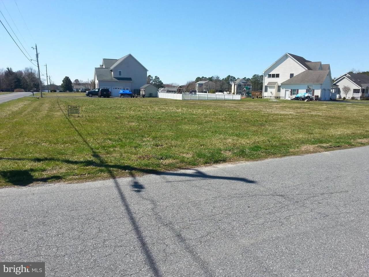 11209 W  Tammy Drive - Photo 1