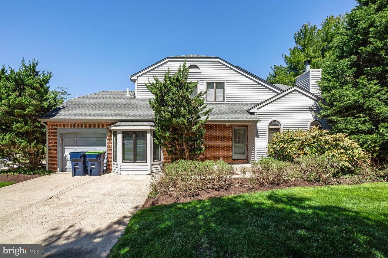9207 Eagleview Drive - Photo 1