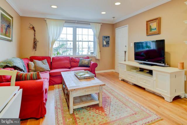 1411 Massachusetts Avenue SE #3, WASHINGTON, DC 20003 (#DCDC103078) :: CENTURY 21 Core Partners