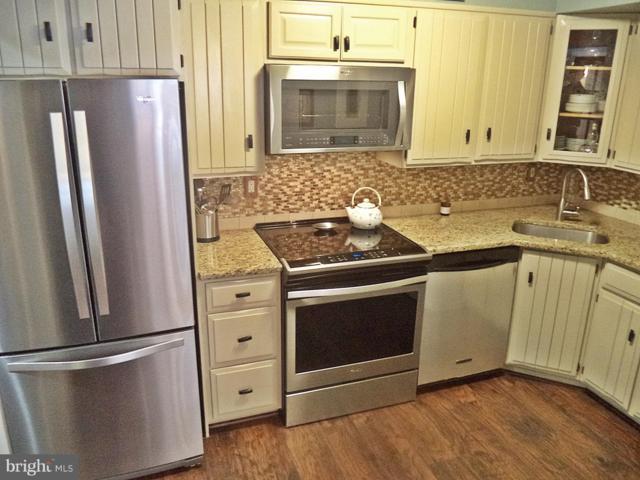 780 Azalea Drive #15, ROCKVILLE, MD 20850 (#MDMC486804) :: The Speicher Group of Long & Foster Real Estate
