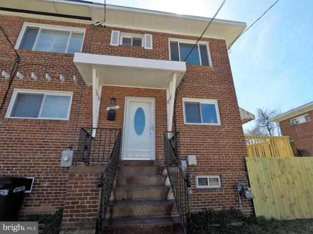 4932 Winthrop Street, OXON HILL, MD 20745 (#MDPG504806) :: The Gus Anthony Team