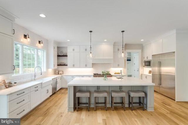 711 Frederick Street SW, VIENNA, VA 22180 (#VAFX1063106) :: Jennifer Mack Properties