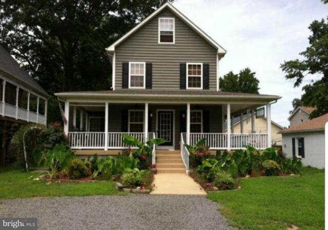 35 9TH Street, COLONIAL BEACH, VA 22443 (#VAWE114590) :: LoCoMusings