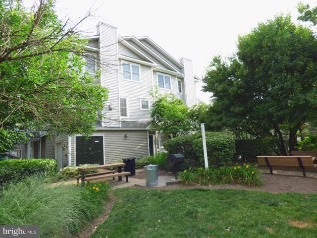 4542 Superior Square, FAIRFAX, VA 22033 (#VAFX1084762) :: Cristina Dougherty & Associates