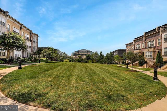 502 Overlook Park Drive #28, OXON HILL, MD 20745 (#MDPG540624) :: City Smart Living