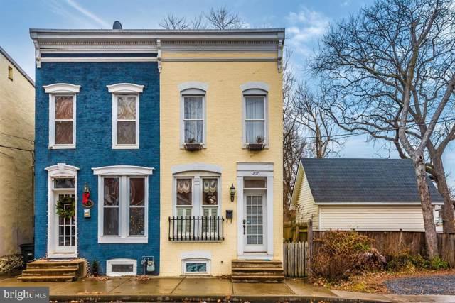 207 Center Street, FREDERICK, MD 21701 (#MDFR257532) :: Dart Homes