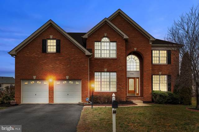 25386 Kettle Lane, CHANTILLY, VA 20152 (#VALO403432) :: The Kenita Tang Team