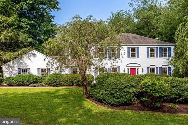 320 Club View Drive, GREAT FALLS, VA 22066 (#VAFX1111190) :: Homes to Heart Group