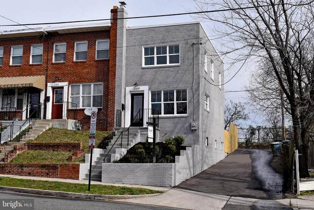 2209 16TH Street NE, WASHINGTON, DC 20018 (#DCDC458586) :: Bic DeCaro & Associates