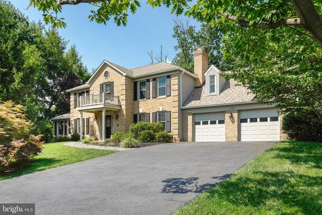 11782 Hollyview Drive, GREAT FALLS, VA 22066 (#VAFX1111498) :: The Putnam Group