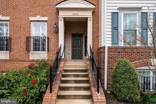 1623 Hunting Creek Drive A, ALEXANDRIA, VA 22314 (#VAAX245054) :: Pearson Smith Realty