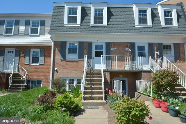 6150 Strasburg Drive, CENTREVILLE, VA 20121 (#VAFX1121416) :: The Gus Anthony Team