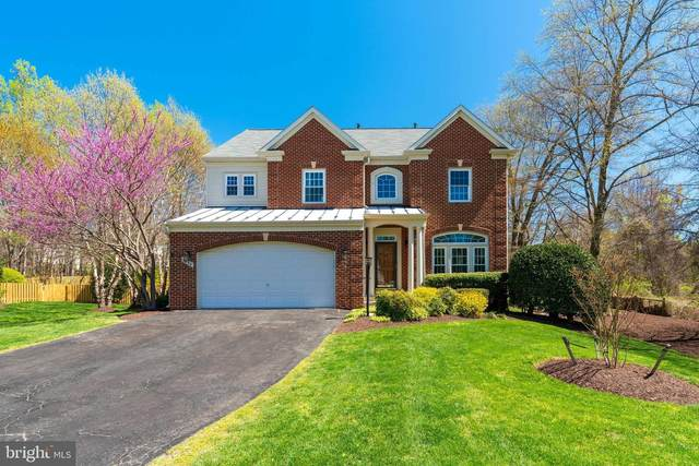 8886 Crosspointe Glen Way, LORTON, VA 22079 (#VAFX1121840) :: The Gus Anthony Team