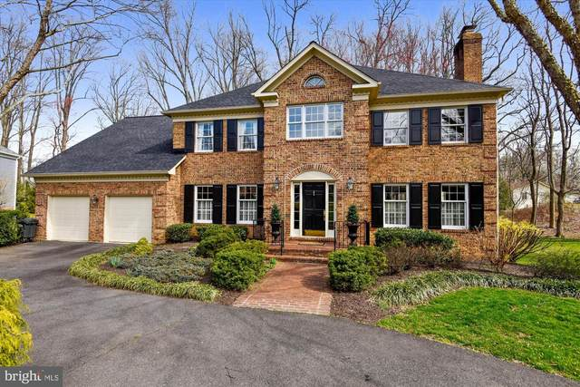 5904 Moss Wood Lane, MCLEAN, VA 22101 (#VAFX1130854) :: City Smart Living