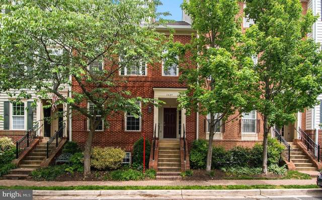 1625 Hunting Creek Drive B, ALEXANDRIA, VA 22314 (#VAAX246716) :: Tom & Cindy and Associates