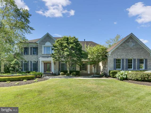 4 Shady Brook Lane, CRANBURY, NJ 08512 (#NJMX124316) :: LoCoMusings