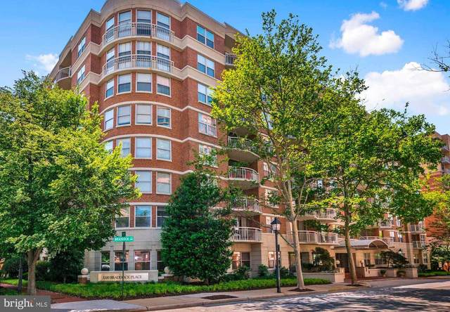 1200 Braddock Place #204, ALEXANDRIA, VA 22314 (#VAAX247814) :: Debbie Dogrul Associates - Long and Foster Real Estate