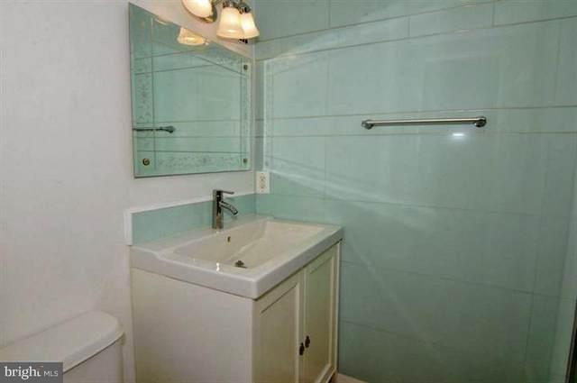 4501 Arlington Boulevard #102, ARLINGTON, VA 22203 (#VAAR165186) :: Debbie Dogrul Associates - Long and Foster Real Estate