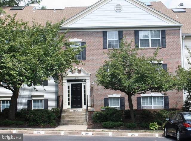 12104 Greenwood Court #302, FAIRFAX, VA 22033 (#VAFX1147818) :: The Putnam Group
