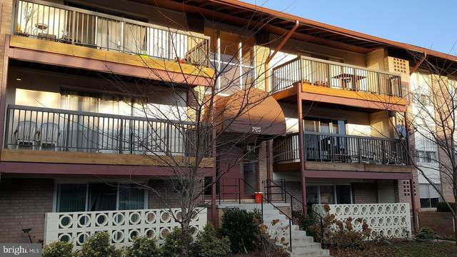 200 Park Terrace Court SE #3, VIENNA, VA 22180 (#VAFX1148072) :: Pearson Smith Realty