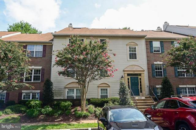 12107 Green Ledge Court #301, FAIRFAX, VA 22033 (#VAFX1150712) :: Debbie Dogrul Associates - Long and Foster Real Estate