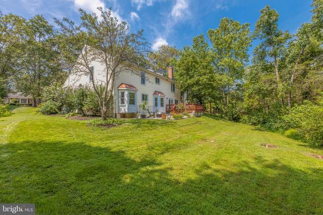 5252 Glen Meadow Road, CENTREVILLE, VA 20120 (#VAFX1151994) :: Debbie Dogrul Associates - Long and Foster Real Estate