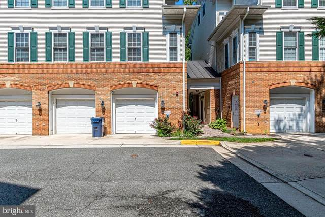 8925 Milford Haven Court 25C, LORTON, VA 22079 (#VAFX1152022) :: Crossman & Co. Real Estate