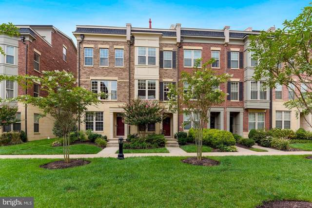 862 Regents Square, OXON HILL, MD 20745 (#MDPG580374) :: The Riffle Group of Keller Williams Select Realtors