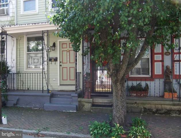 110 E Union Street, BURLINGTON, NJ 08016 (#NJBL381320) :: Keller Williams Realty - Matt Fetick Team